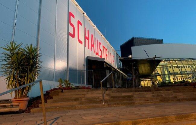 Die Schaustelle als Interimsspielstätte des Theaters Hof bleibt wegen Mängeln in der Betriebssicherheit noch für Besucher geschlossen.