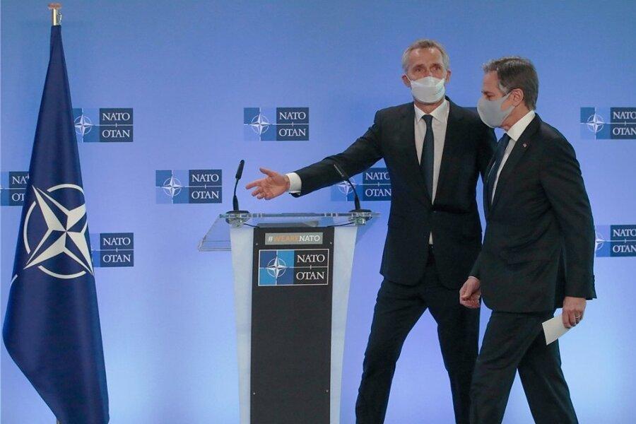 Neuer Mann, erster Auftritt: US-Außenminister Antony Blinken (rechts) mit Nato-Generalsekretär Jens Stoltenberg vor einer Pressekonferenz im Brüsseler Hauptquartier der Militärallianz.