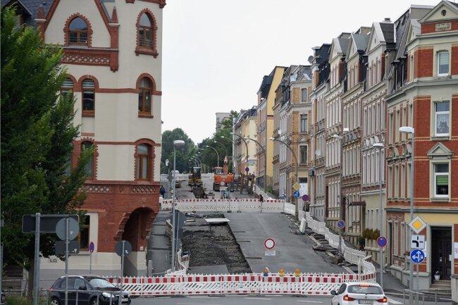 Seit Anfang Juni wird die Karl-Liebknecht-Straße in Oelsnitz zwischen Bachstraße und Schützenhaus in Abschnitten gebaut.