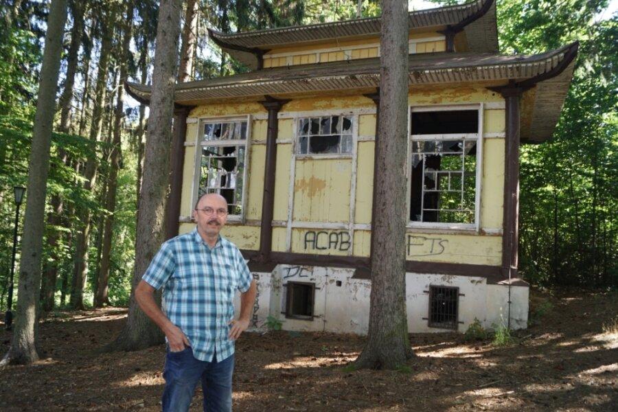 Das Teehaus ist für Ortsvorsteher Frank Schmidt eines der markantesten Objekte im Park.