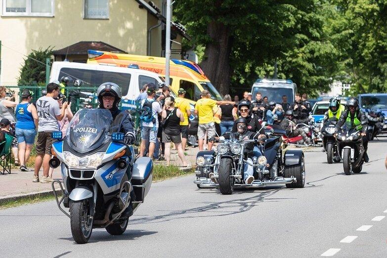 Die Demo der Motorradfreunde Nossen war am Sachsenring nur eine Randnotiz. Als der Tross am frühen Samstagnachmittag ankam, waren nur rund 50 Motorräder dabei.