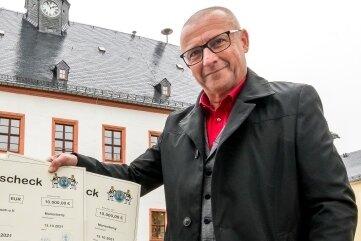 20.000 Euro haben die Marienberger gespendet. Oberbürgermeister André Heinrich hat das Geld überwiesen. Es soll zwei Dörfern im Ahrtal beim Wiederaufbau helfen.
