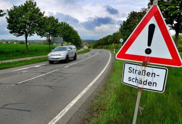 Wird ab Dienstag unter Vollsperrung gebaut: die S 201 zwischen Cunnersdorf und Hainichen. Der Landkreis hatte den Abschnitt bereits in die Liste mit den größten Straßenschäden eingetragen.