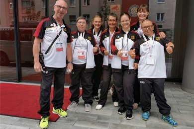 Im Foto ist die deutsche Delegation festgehalten. Von links: Jörg Dünnebier, Loreen Hüfner, Lilian Tröger, Steffi Pausch, Patricia Schramm, Madeleine Mothes und Daniel Pausch.