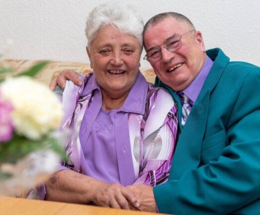 Gisela und Rainer Rosin aus Penig haben am Donnerstag ihre Diamantene Hochzeit gefeiert. Sie blicken stolz auf 60 Ehejahre und auf ihre drei Kinder, fünf Enkel und neun Urenkel.