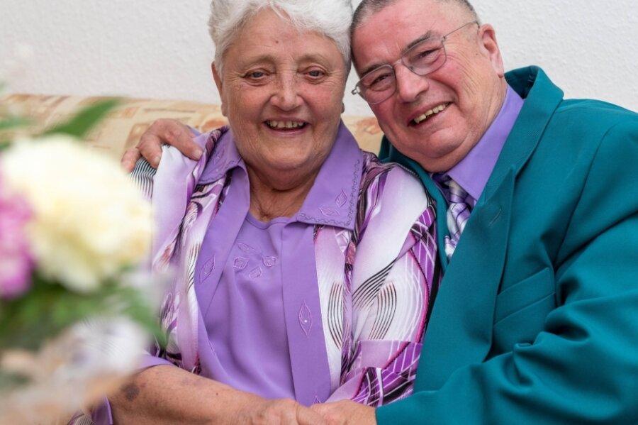Gisela und Rainer Rosin aus Penig haben am gestrigen Donnerstag ihre Diamantene Hochzeit gefeiert. Sie blicken stolz auf 60 Ehejahre und auf ihre drei Kinder, fünf Enkel und neun Urenkel.