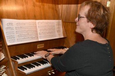 Kantorin Dorothea Sandner spielte am Donnerstag Werke des in Bad Elster bis dato unbekannten Carl Geißler.