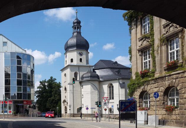 Auch bei der Luthergemeinde in Plauen fallen zunächst Gottesdienste, Gruppen, Kreisen und Chorproben aus, wie die Gemeinde auf ihrem Internetauftritt informiert.