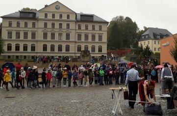 Burkhardtsdorfer Schüler sorgten für einen vollen Marktplatz.
