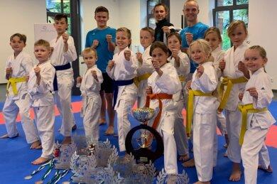 Aus Chemnitz brachten die erfolgreichen Karateka des Goju-Kai Amtsberg viele Trophäen mit nach Hause.