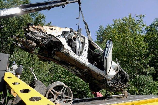 Am 16. August vorigen Jahres gegen 5 Uhr ereignete sich auf der A4 zwischen Siebenlehn und Berbersdorf ein tödlicher Unfall mit eines Mercedes. Dem Fahrer steht ein Prozess wegen fahrlässiger Tötung bevor.