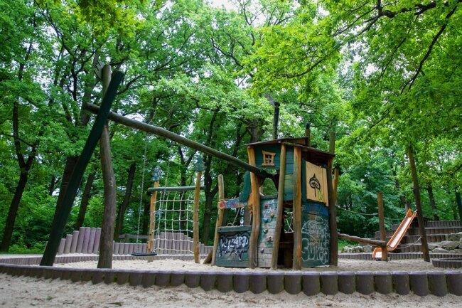 Der Spielplatz in Preißelpöhl wurde zum beliebten Treffpunkt von jugendlichen Krawallmachern. Verantwortlich versuchen derzeit, das Problem zu lösen.