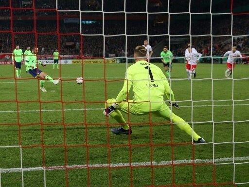 DFB-Pokal: Schalke bezwingt Köln im Elfmeterschießen