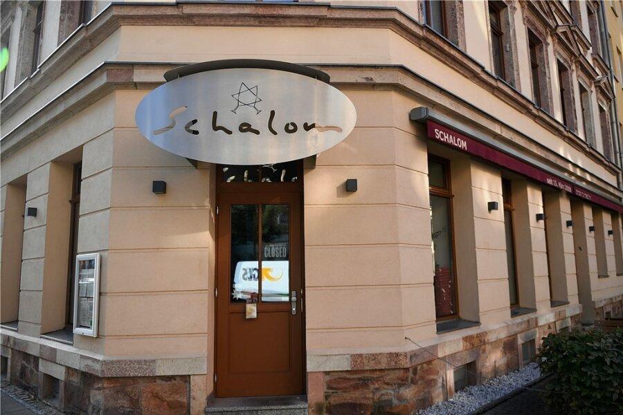 """Das Restaurant """"Schalom"""" in Chemnitz war am Abend des 27. August nach einer Demonstration im Stadtzentrum unter anderem mit Steinen und Flaschen angegriffen worden."""