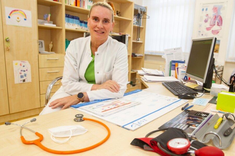 Sie würde gern mehr Patienten impfen, doch Allgemeinmedizinerin Anja Haller fehlt der Impfstoff.