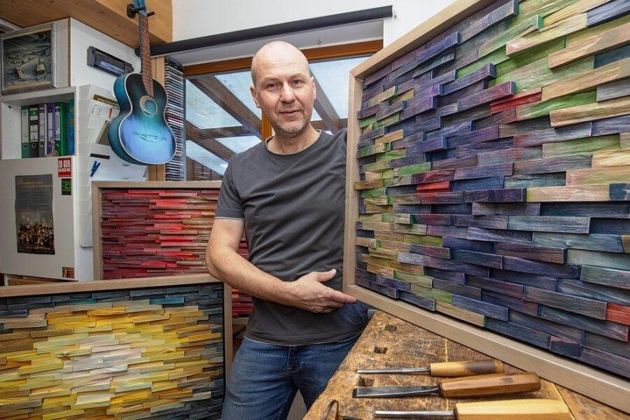 Holzbildhauer gestaltet mit Team der Lebenshilfewerkstatt ungewöhnliche Wände