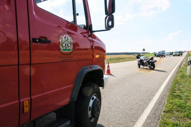Schneeberg: Motorräder auf B 93 zusammengestoßen