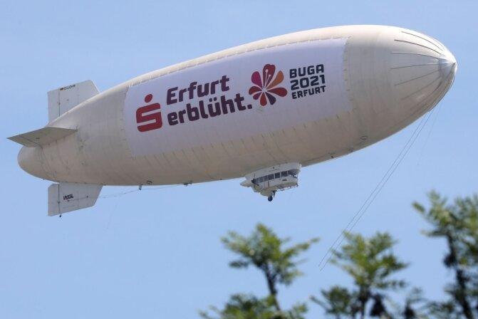 Zeppelin schwebt über Hohenstein-Ernstthal