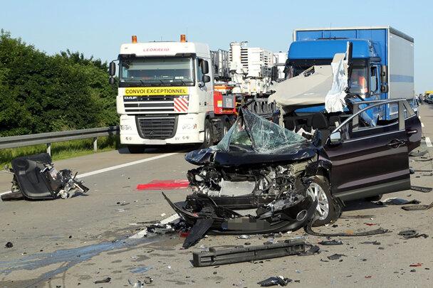 Fünf Verletzte und Staus nach Unfällen auf A4