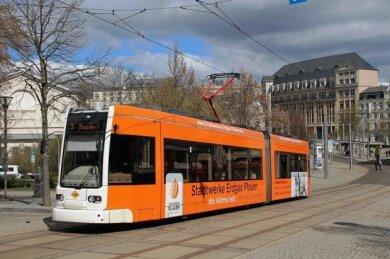 Da sich die Nachfrage durch Corona-Einschränkungen des öffentlichen Lebens und der Schulschließungen verringert, fahren die Straßenbahnen in Plauen ab Samstag nach einem Sonderfahrplan.