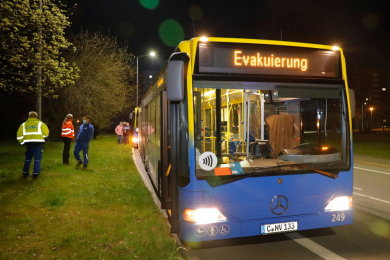 Zwei Busse der CVAG standen für die Evakuierten bereit.