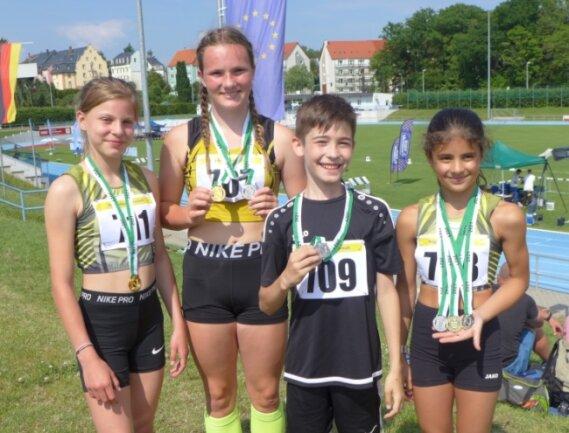 Vier der Reichenbacher Medaillengewinner: Mia Rahnfeld, Alina Hartnuß, Maximilian Kautz und Marie Hendel (von links).