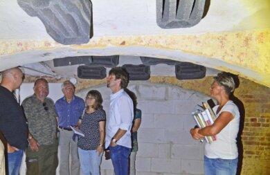 In einem Keller wurden 20 Fledermauskästen an der Decke angebracht, da das Gebäude als Winterquartier für die nachtaktiven Tiere diente.