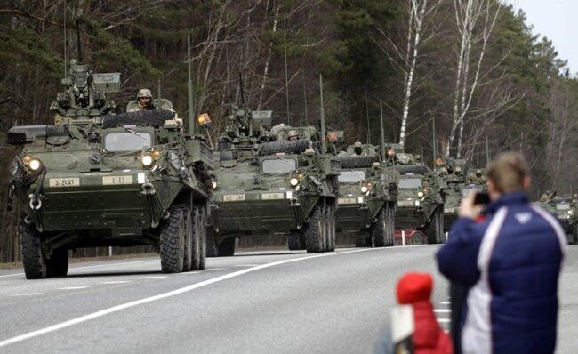 Rückfahrt vom Manöver im Baltikum: Truppen der US-Army fahren auf ihrem Weg zurück zum Standort im bayerischen Vilseck auch durch Lettland.