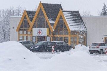 Ohne direkte ÖPNV-Haltestelle nur im Individualverkehr gut erreichbar: Das Impfzentrum im Treuener Ortsteil Eich.