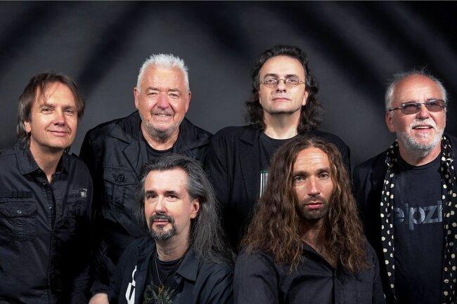 Ihr Konzert am Samstag beim Sommer-Open-Air ist ihr erster großer Auftritt seit der Pandemie: Karussell mit Gründungsmitglied Wolf-Rüdiger Raschke (2.v.l. hinten). Für viele traten sie einst das Erbe von Renft an.