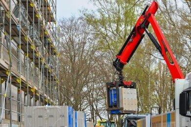 Die Arbeiten für das Pflegeheim im Ortsteil Dungersgrün gehen gut voran. Der künftige Betreiber will das Haus spätestens im Frühjahr 2022 übernehmen.
