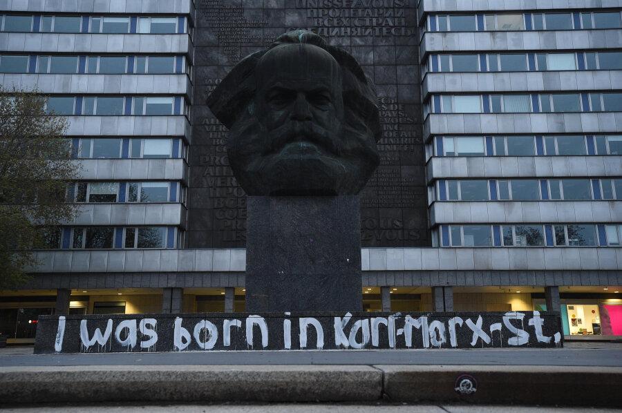 Marx-Monument bepinselt