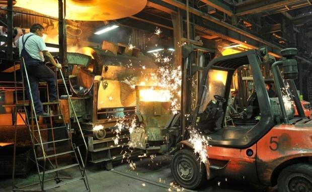 Bei Temperaturen von bis zu 1600 Grad werden in den sogenannten Kupolöfen der Gießerei Trompetter Eisen und Schrott geschmolzen.