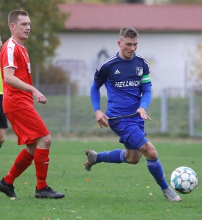 Der VfB Empor Glauchau - hier mit Kapitän Jenni Marquardt (rechts) - hofft auf eine Fortsetzung der Landesliga-Saison.