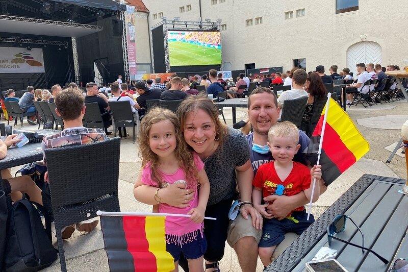 Rund 300 Zuschauer beim Public Viewing auf Freiberger Schlossplatz