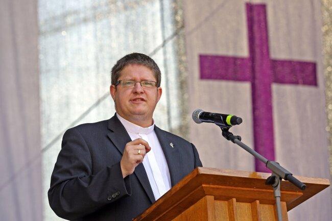 Pastor Christian Posdzich hielt die Predigt auf dem Hauptmarkt.
