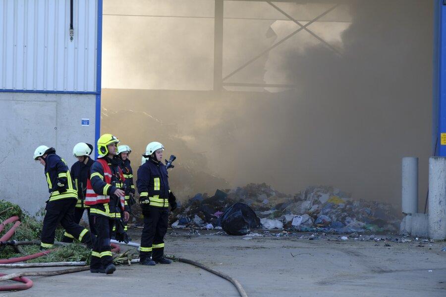 Erneuter Brand bei Müllentsorgung Glitzner: Zwei Mitarbeiter verletzt