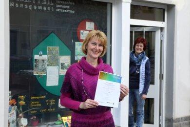 Die Vereinsvorsitzende Jana Weber (vorn) und Stadtteilmanagerin Sabine Resche wollen den Familien Freizeitbeschäftigung bieten.