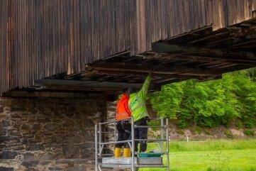 Die Hennersdorfer Holzbrücke wird technisch aufgerüstet.