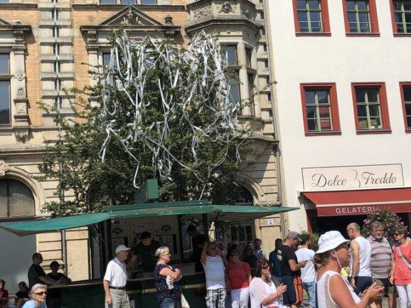 Die Papierschlangen sind ein Überbleibsel des Wincent-Weiss-Konzerts.