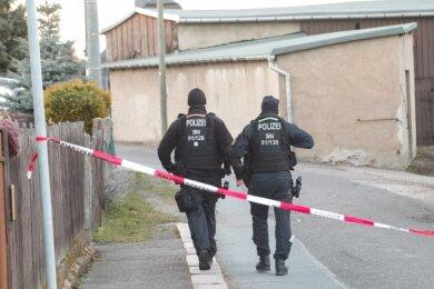 Die Einsatzkräfte der Polizei waren am Samstag mit einem Großaufgebot in Oberfrohna unterwegs. Dort endete eine Auseinandersetzung zwischen zwei Männern tödlich. Auslöser war ein Erbschaftsstreit.