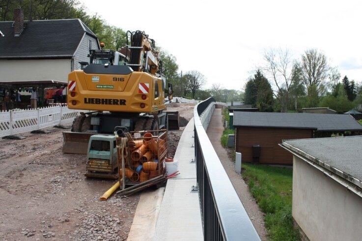 Bei der grundhaften Sanierung der Ortsdurchfahrt in Lauterbach werden auch Versorgungsleitungen verlegt und Hausanschlüsse erneuert.