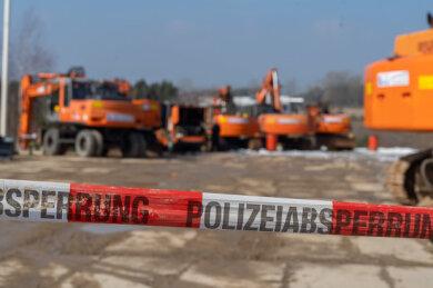 Ein Brand mehrerer Baumaschinen in Treuen hat am Mittwoch einen Schaden im sechsstelligen Bereich verursacht.