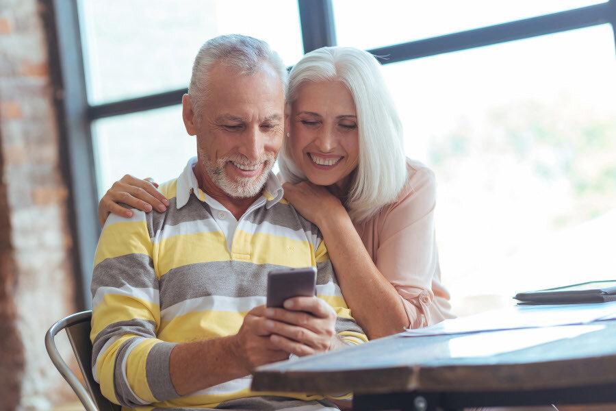 Den Eltern und Großeltern das richtige Smartphone schenken