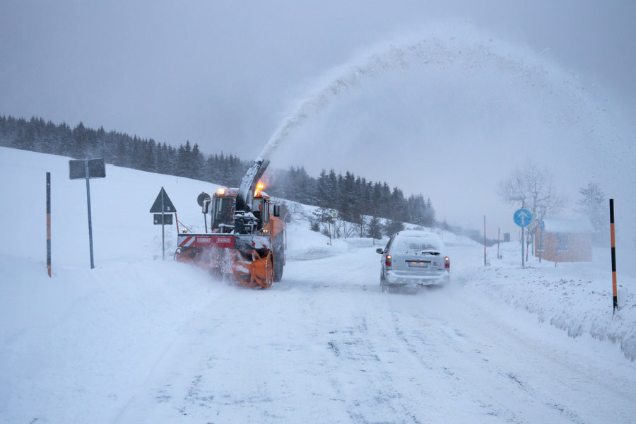 Der Winterdienst ist in Oberwiesenthal im Einsatz.