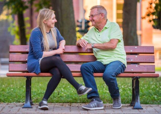 Josi Paulig aus Marienberg und Ralf Schüßling aus Ranis bei Jena haben sich das erste Mal getroffen. Dank ihrer Stammzellen hat der Rentner eine Zukunft.