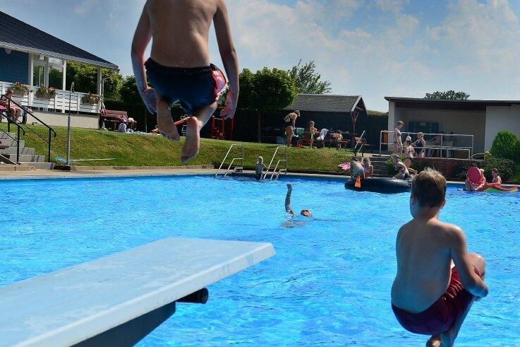 Etwa 40.000 Euro wollen die Altmittweidaer Räte ins Freibad investieren. Doch eine Solarheizung ist bereits vom Tisch.