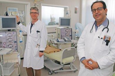 Dr. Robert Faulhaber-Walter (links) und Dr. Emad Sawalha leiten ab sofort das Dialysezentrum am Freiberger Franz-Kögler-Ring.