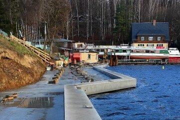 Die neue Ufermauer ist ein gutes Stück Richtung Wasser versetzt.