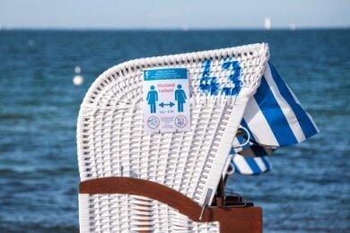 Eine Ferienwohnung und ein Strandkorb an der Ostsee - so stellen sich derzeit viele, die mal raus aus ihren vier Wänden wollen, ihren Urlaub in diesem Sommer vor.